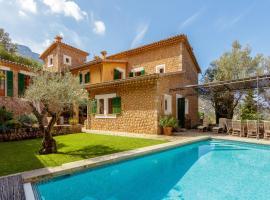 Hotel photo: Deia Villa Sleeps 8 Pool Air Con WiFi