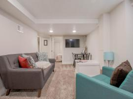A picture of the hotel: Remodeled 2br / 1ba Basement Suite with Kitchenette in South Capitol Hill