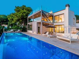 Hotel photo: Fabulous Contemporary Villa Pool & Sea Views