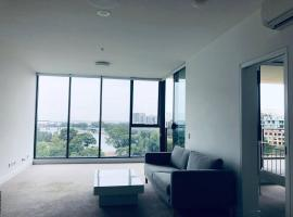 Hotel photo: Amazing View! 2 Bed 2 Bath APT Close to the Airport + FREE PARKING!