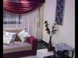รูปภาพของโรงแรม: شقه فندقيه فاخره بشارع السودان المهندسين