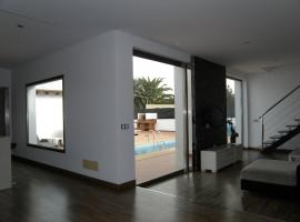 Hotel photo: Casa Norah - Moderna, tranquila, con piscina y Wifi