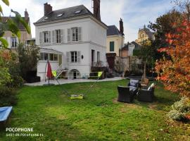 Hotel photo: Maison familliale en coeur de ville avec jardin à Dreux