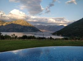 Hotel kuvat: Spacious apt with pool, private garden & sundeck