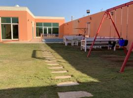 A picture of the hotel: شاليهات صدف