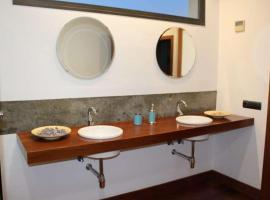 Hotel photo: Puerto Calero Villa Sleeps 10 Pool WiFi