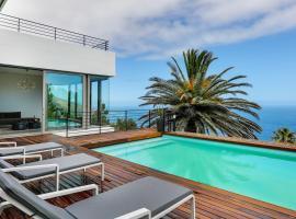 Hotel photo: Camps Bay Villa Sleeps 12 Pool Air Con