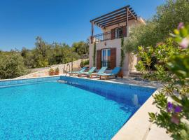 Hotel Photo: Milna Villa Sleeps 6 Pool Air Con WiFi