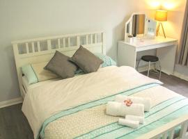 Hotelfotos: Newly Renovated Fully Furnished 2 Bedroom Apartment near Airport