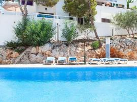 Hotel photo: Cala d'Or Apartment Sleeps 4 Pool