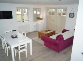 A picture of the hotel: Bright & Modern Detached Annexe
