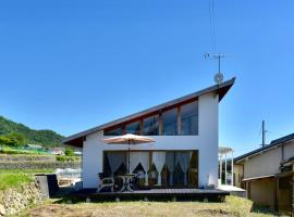 A picture of the hotel: Cozy Design house on the hill with pick-up service