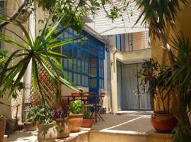 Hotel photo: Cosy house in Neve tsedek