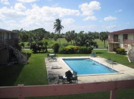 Hotel fotografie: 1 Bed with Pool on Golf Course