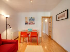 Hotel Foto: Lovely 3 Bed Apt w/Terrace & Balcony in Nou Barris
