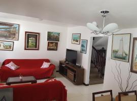 รูปภาพของโรงแรม: Casa 4/4(Amplos), Cond. fechado com piscina-150m2