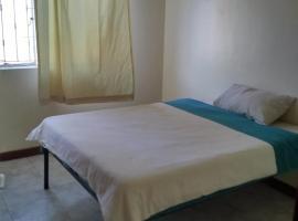 Фотография гостиницы: Cheapest 4 bedroom Apartment next to Yaya center