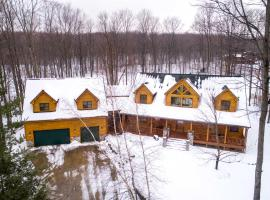 Hotel photo: Luxury Log Home - The Quintessential Northern Michigan Retreat Home