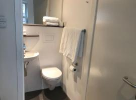 Hotel photo: A-location, ensuite bathroom, centre