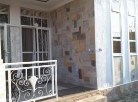 酒店照片: Rue Gatumba pres du Hotel club du lac Tanganyika 6 e alleges a droite