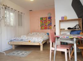Hotel photo: Studio Apartment Near Jaffa Flea Market