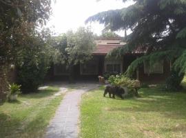 Hotel Foto: Casa Quinta en castelar