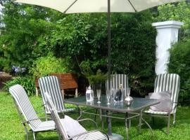 Hotel Foto: Casa con Jardin arbolado en Buenos Aires Oeste