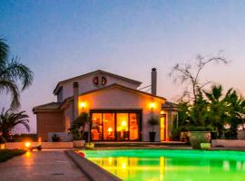 Hotel Photo: Luxurious Villa With Pool Close To The Airport