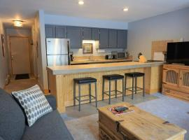 Hotel photo: Downtown Condo - Hot Tub & Walk to Everything