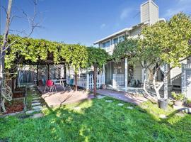 Fotos de Hotel: Central San Jose Home w/Yard, Pergola, & Gym