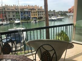 Hotel photo: Apartamento con piscina ,playa con vistas panorámicas en la Marina de Sotogrande