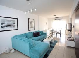 Hotel photo: Luxury Two-Bedroom Apartment Semeli Port View
