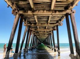 A picture of the hotel: Hello Henley Beach - Beachside apartment