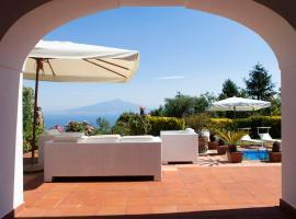 酒店照片: Sorrento Villa Sleeps 10 Pool Air Con WiFi