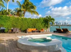 Hotel photo: 5 Bedroom Waterfront Villa With Pool