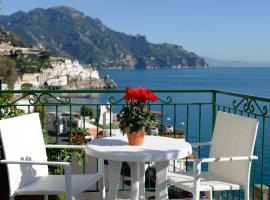 Hotel photo: Amalfi Blue Flowers A