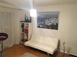Fotos de Hotel: 2 Room apartment Schwabing near BMW World, Olympiapark