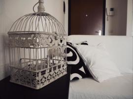 Hotel photo: B&W Apartment