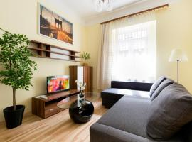 Фотографія готелю: Bajcsy 3 -Deák next to Basilica 2 Bedrooms +Living with AC