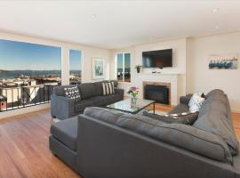 Hotel photo: Spacious Triplex with STUNNING Views of the Bay