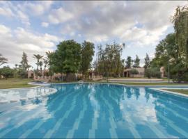 Hotel fotografie: Villa Yasmina Piscine & tennis dans la Palmeraie