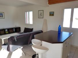 A picture of the hotel: Grand appartement Montpellier-Plages 5 pers