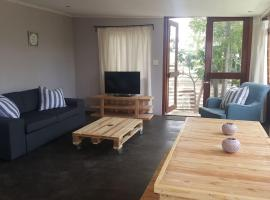 Hotel photo: Rustic, private cottage in the heart of Tulbagh