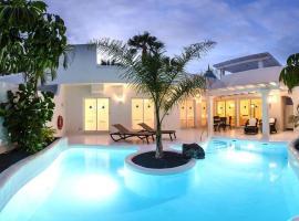 Hotel photo: Holiday accomodations Bahiazul Villas & Club Corralejo - FUE01017-FYD