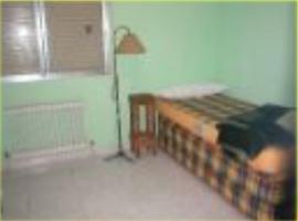 Hotel fotoğraf: oferta alquiler habitación en Usera