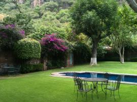 Hotel photo: Renta Casa con Alberca en Malinalco, Céntrica, 12 huéspedes