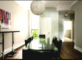 Photo de l'hôtel: Large 6 Person 3 Br Downtown West 2 Floors