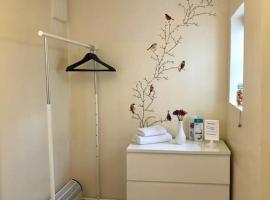 Hotel fotografie: Private studio own entrance, ensuite & kitchenette