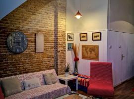 Hotel Photo: Calle Eugenia Viñes, 149 Casa
