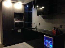 Hotel photo: Entire Condo, 2Bed. Amazing location. 100 Walk Score